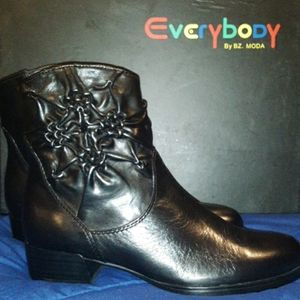 Everybody by Moda Boots